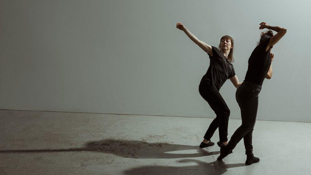 Suspendu au sol | Liane Thériault, Catherine Lafleur | Photo : Justine Latour