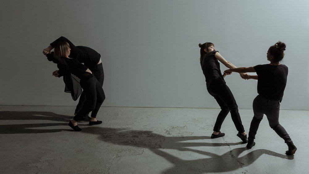 Suspendu au sol | David Campbell, Geneviève Lauzon, Liane Thériault, Catherine Lafleur | Photo : Justine Latour